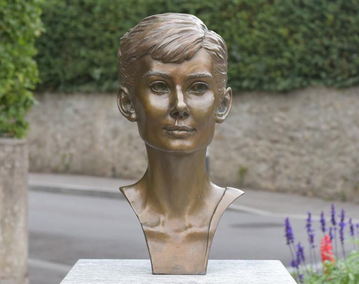 audrey hepburn statua